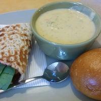 Das Foto wurde bei Panera Bread von Hannah K. am 10/5/2014 aufgenommen