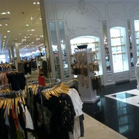 Photo taken at Forever 21 by Marcelle F. on 6/1/2013