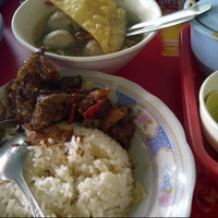 Photo taken at Soto dan Bakso Daging Sapi TARUNOJOYO by Winda C. on 12/2/2012