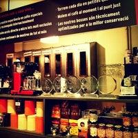 Photo taken at Cafés El Magnífico by Ferran G. on 12/24/2012