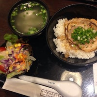 Photo taken at Chabuton Ramen by NAMTARN on 9/27/2014