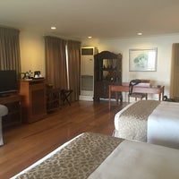 Photo taken at Discovery Country Suites by Glen S. on 7/30/2016