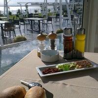 Photo taken at Aquatic Restaurant et Salon de thé by Hassen B. on 1/16/2013