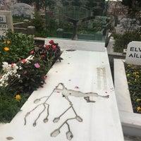 Photo taken at Feriköy İslam Mezarlığı by Kutsi E. on 11/30/2016
