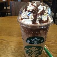 Photo taken at Starbucks by pueng p. on 5/17/2016