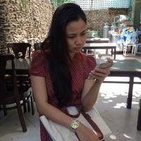Photo taken at Nam Sơn beefsteak by Nguyễn L. on 5/17/2014