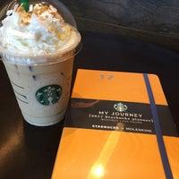 Photo taken at Starbucks by Arthornwan J. on 11/18/2016