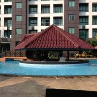 Photo taken at Swimming Pool Kristal Hotel by Citra Kirana C. on 8/12/2013