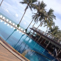 Photo taken at Phangan Bayshore Resort by Sina U. on 11/24/2013