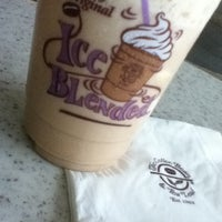 Photo taken at The Coffee Bean & Tea Leaf by 埃姆雷 on 2/20/2012