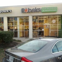 Photo taken at Robeks Fresh Juices & Smoothies by Aaron on 3/3/2012