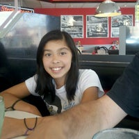 Photo taken at Steak 'n Shake by Nelen G. on 9/22/2011