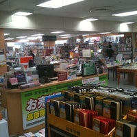 Photo taken at 未来屋書店 マリンピア店 by 良太 O. on 9/18/2011