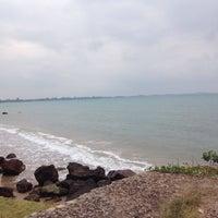 Photo taken at Hinsuay Namsai Resort Rayong by Pae S. on 3/20/2016