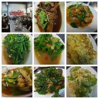Photo taken at ข้าวต้มจอมพลัง by Ning-Pattarin on 9/7/2014