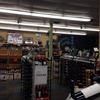 Photo taken at Downtown Wine & Spirits by Onur Ö. on 9/20/2014
