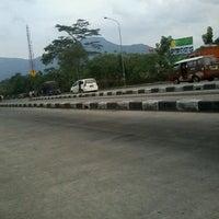 Photo taken at Pangkalan DAMRI Jatinangor by cahyanto on 11/21/2013