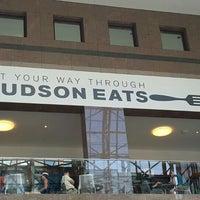 รูปภาพถ่ายที่ Hudson Eats โดย Evgenij P. เมื่อ 8/22/2015
