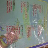 Photo taken at Kepiting Kenari by Angga N. on 10/11/2012