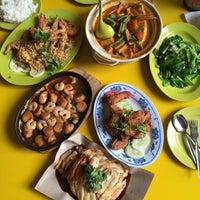 Photo taken at Yishun 761 U来 Coffee Shop by NeMeSiS on 8/30/2015