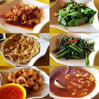 Photo taken at Sawadee Thai Seafood by Reyna R. on 7/21/2014