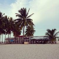 Photo taken at Derawan Beach Cafe & Cottage by Bucil U. on 8/21/2014
