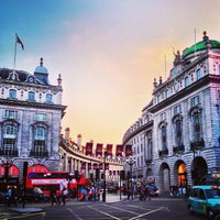 Photo taken at Piccadilly Circus by Justine  E. on 7/11/2013