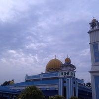 Photo taken at Masjid Al Rahimah Kuala Kubu Bharu by Syaza S. on 9/14/2016