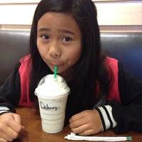 Photo taken at Starbucks by Kay🌻 on 12/16/2013