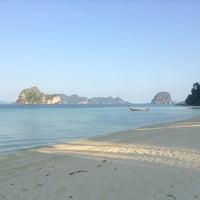 Photo taken at Koh Hai Fantasy Resort & Spa by tangkwa -. on 3/24/2013