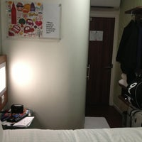 Photo taken at Tune Hotels Westminster by Dea R. on 4/2/2013