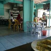 Photo taken at Restoran Manissah by Si Gaki Besar on 11/10/2015