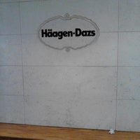 Photo taken at Haagen-Dazs by Antonio B. on 8/26/2013