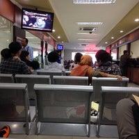 Photo taken at Kantor Imigrasi Kelas 1 Jakarta Pusat by Sari D. on 6/13/2014
