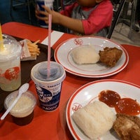 Photo taken at KFC by Ester F. on 10/14/2015