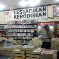 Photo taken at Toko Buku Togamas by Ary M. on 4/10/2013