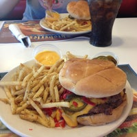 Photo taken at Steak 'n Shake by T-Blaz3 on 9/3/2013