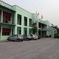 Photo taken at Lembaga Pertubuhan Peladang Negeri Perak by Jay on 9/24/2013
