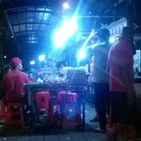 Photo taken at Pasar Senggol Gianyar by Adiputra W. on 12/6/2015