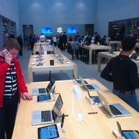Photo taken at Apple Palo Alto by Ľubomír L. on 3/16/2013