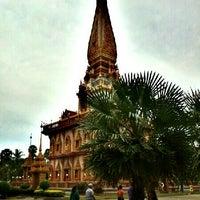 Photo taken at วัดไชยธาราราม (วัดฉลอง) Wat Chalong by surawut k. on 10/22/2012