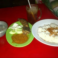 Photo taken at Nasi Uduk BMW by Firmansyah C. on 9/29/2013
