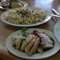 Photo taken at Kar Heong Chicken Rice by JeeKian K. on 5/4/2013