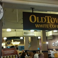 Photo taken at OldTown White Coffee by Şahadet B. on 9/18/2016