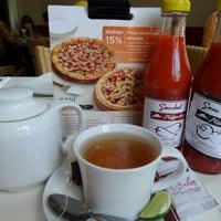 Photo taken at Pizza Hut by Hwi Swan C. on 10/10/2014