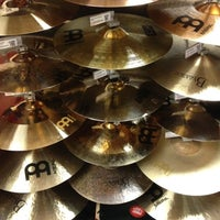 Photo taken at Guitar Center by Lonnie R. on 8/10/2012