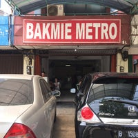 Photo taken at Bakmie Metro by Hendra N. on 11/14/2015