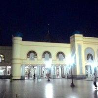Photo taken at Masjid Agung Al Karomah Martapura by Fajrin A. on 12/25/2015