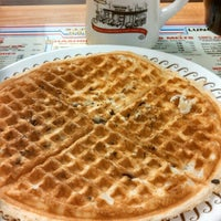 Photo taken at Waffle House by John H. on 1/18/2014