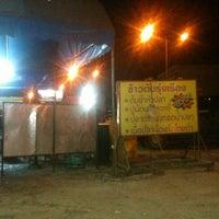 Photo taken at ร้านข้าวต้มรุ่งเรือง ริมถนนชัยพฤกษ์ by Jatuporn N. on 7/20/2012